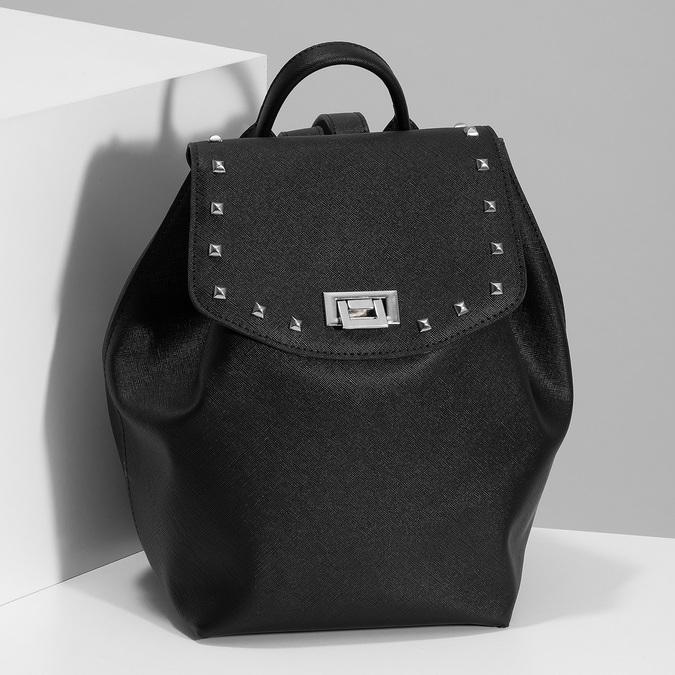 Čierny dámsky batoh s kovovými cvočkami bata, čierna, 961-6940 - 17