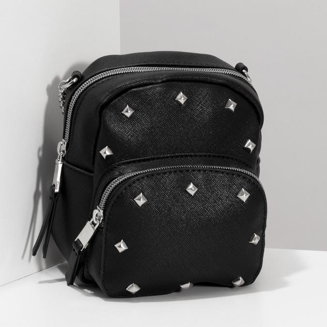 Čierna Crossbody kabelka s retiazkou a s cvočkami bata, čierna, 961-6965 - 17